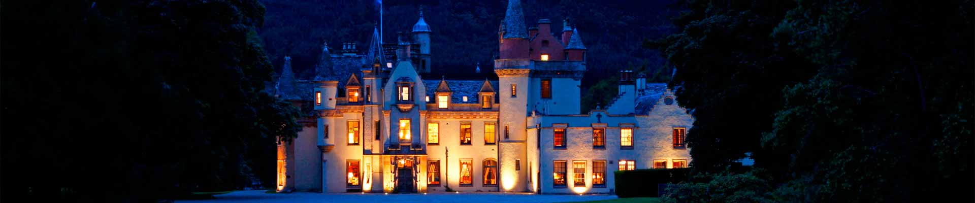 Photo of Aldourie Castle at night
