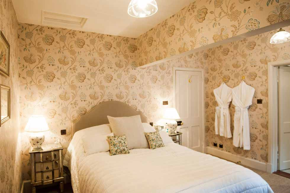 Photo of the Ammonite bedroom suite at Cowdray House