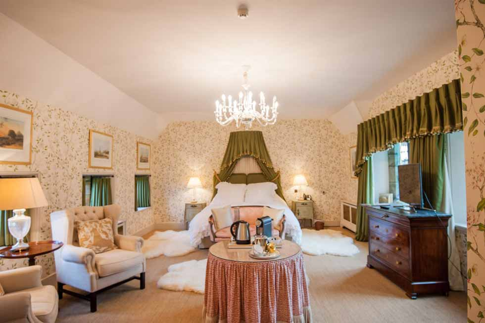 Photo of the Pearl bedroom suite at Cowdray House