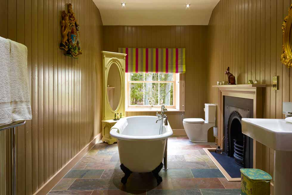 A beautiful bathroom at Alban Castle