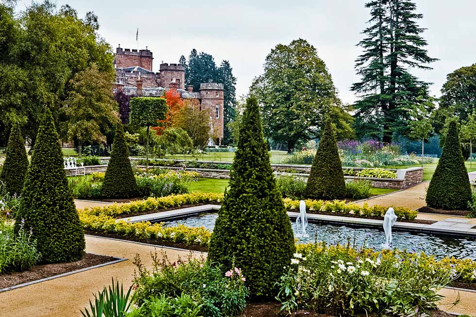 Alban Castle's stunning garden