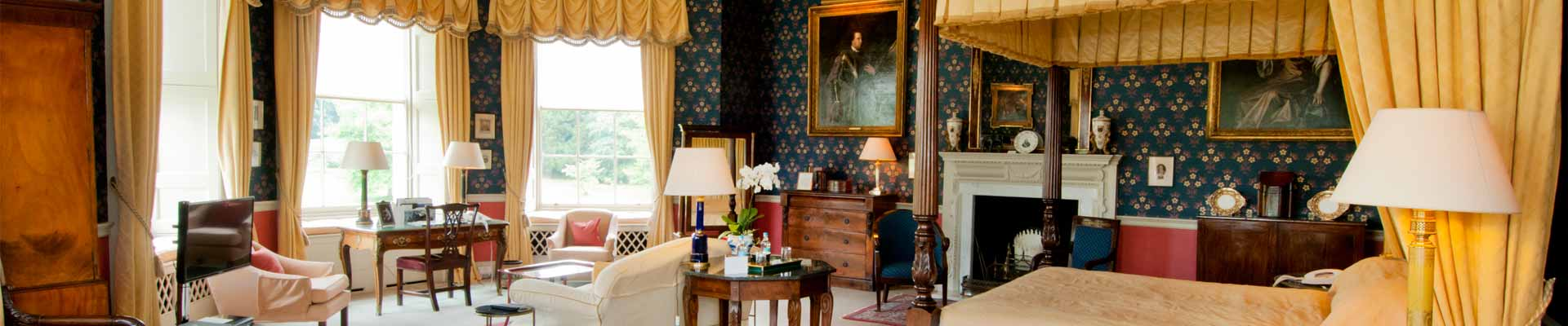 Image of one of Hartwell House's bedroom suite
