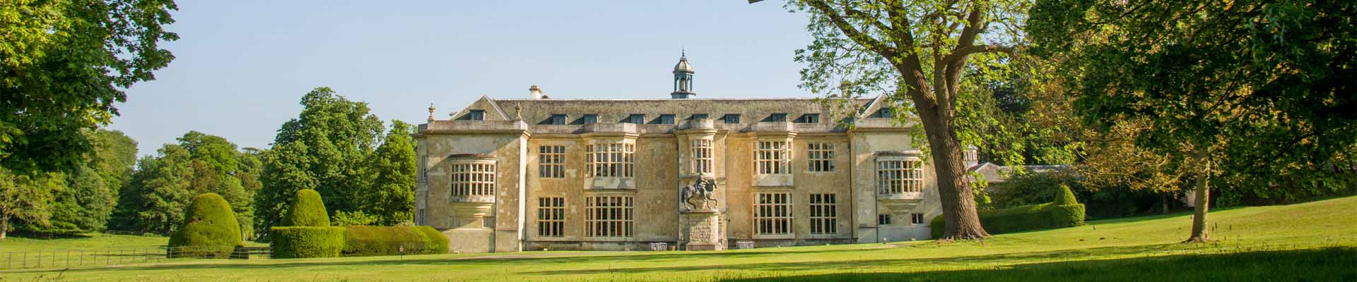 Image of Hartwell House in its grounds