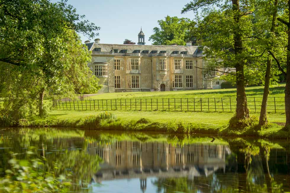 Image of Hartwell House and its lake