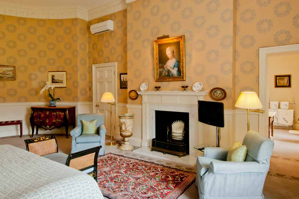 Image of the bedroom at Hartwell House