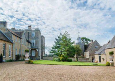 Hinwick-House-the-luxury-mansion-29