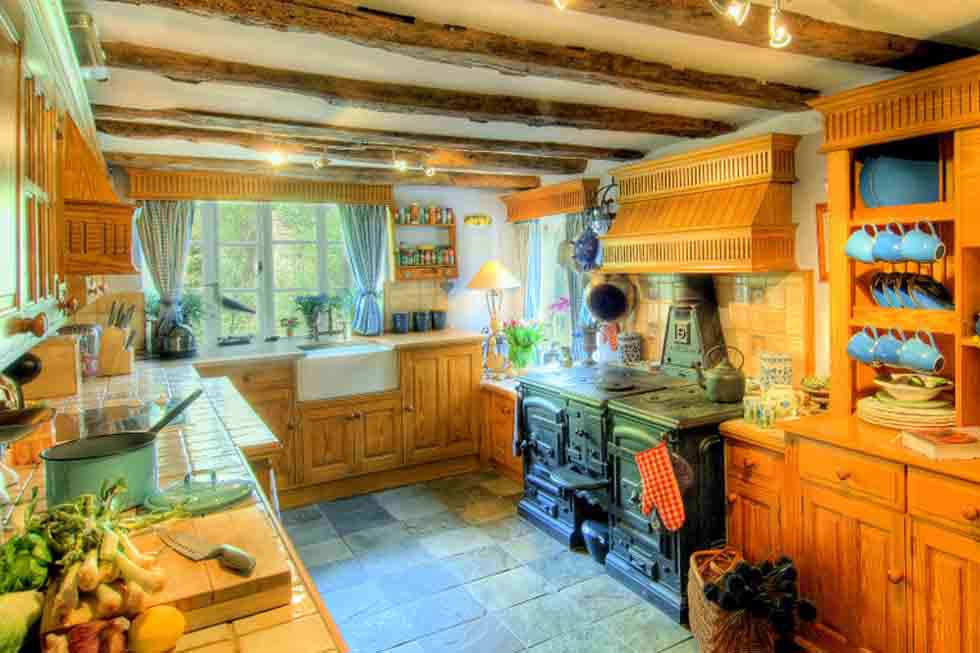Manor Farmhouse's cute kitchen