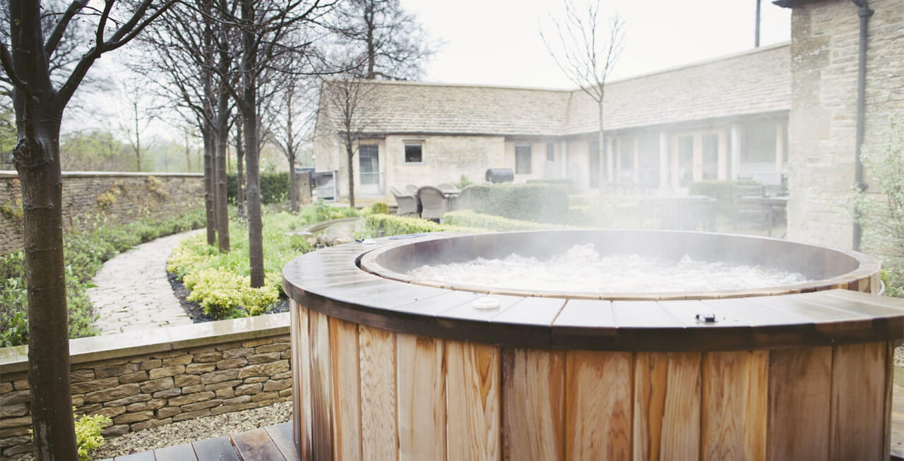Photo of the lovely hot tub at Arisan Barn
