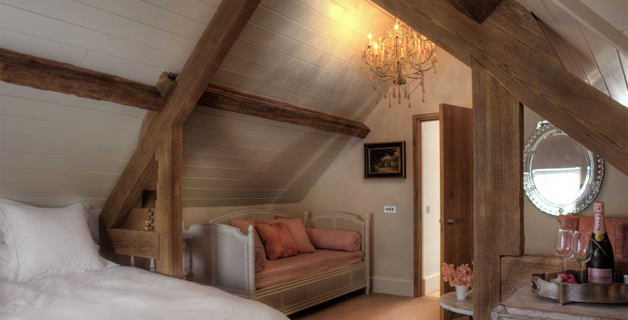 Photo of one of the lovely Temple Guiting Barn bedrooms