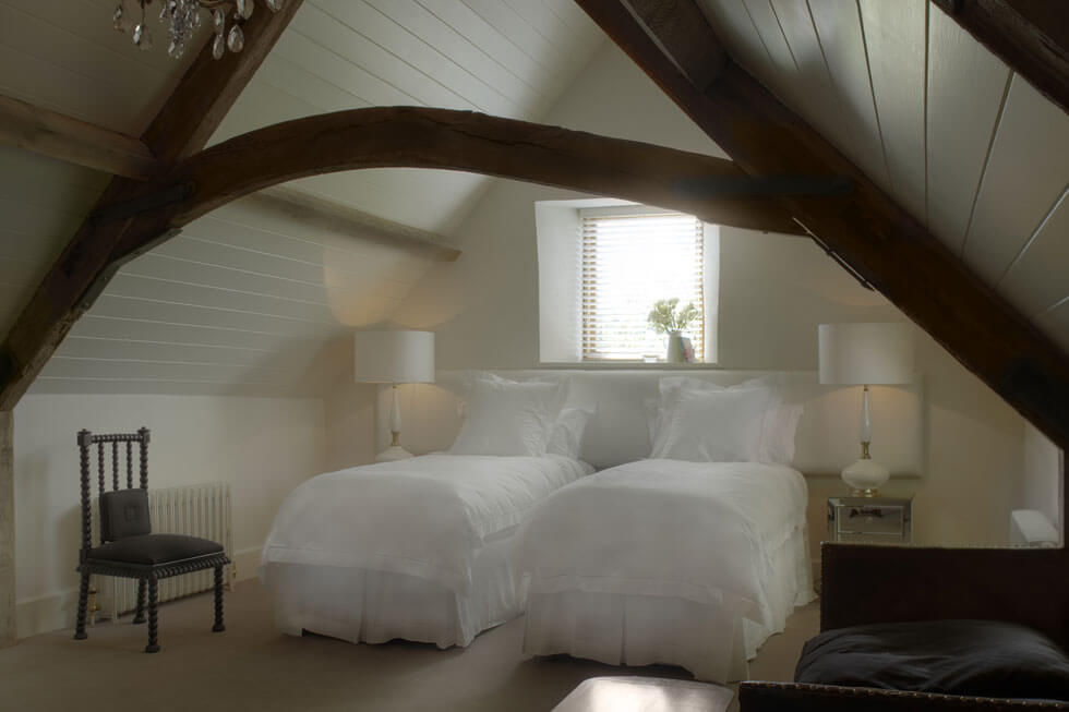 Photo of one of the Temple Guiting Barn twin bedroom