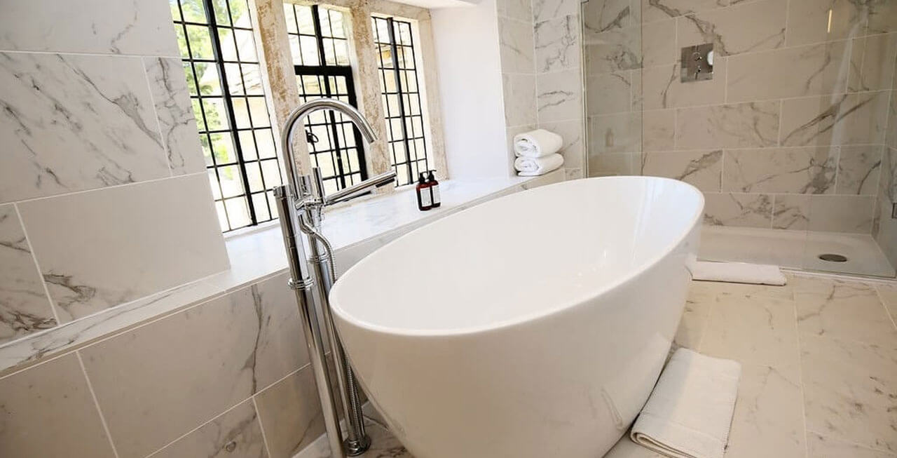 Photo: Luxury soaking at Temple Guiting Estate