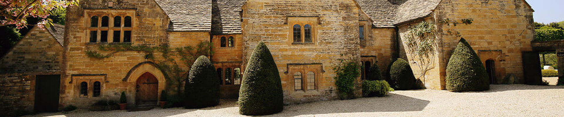 Photo of the entrance to Temple Guiting Estate