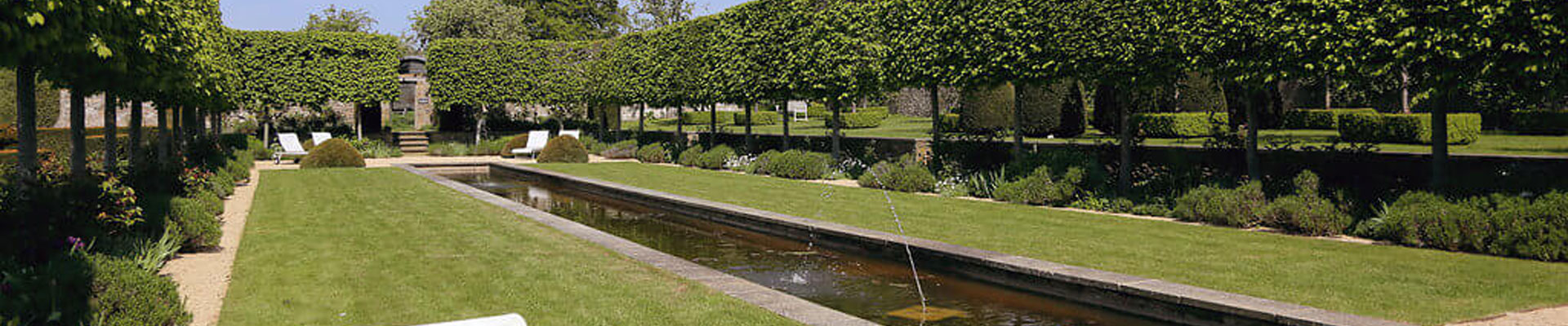 Photo of the pond at Temple Guiting Estates