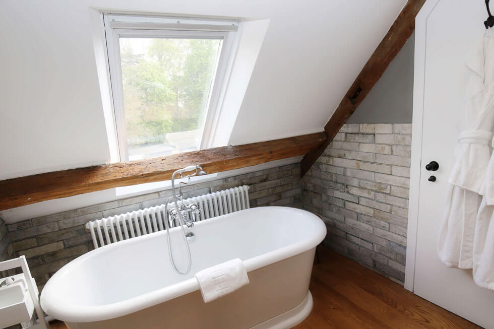 Photo of one of the luxury bathrooms at Temple Guiting Estate