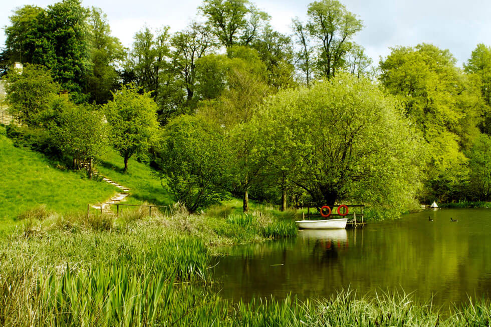 Photo of the lake at Temple Guiting Estates