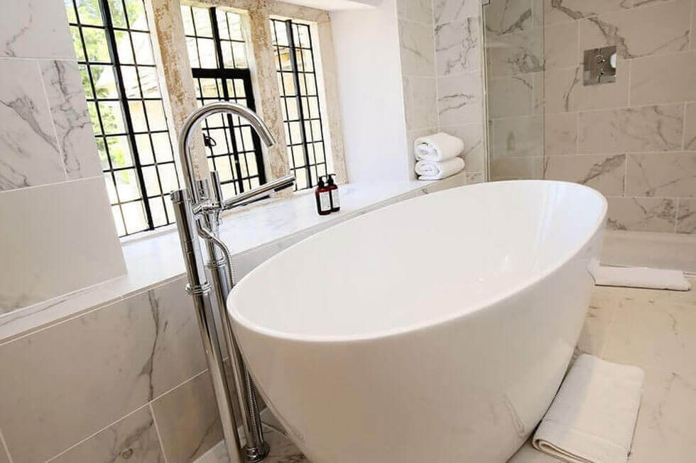 Photo of one of the bathrooms at Temple Guiting Manor