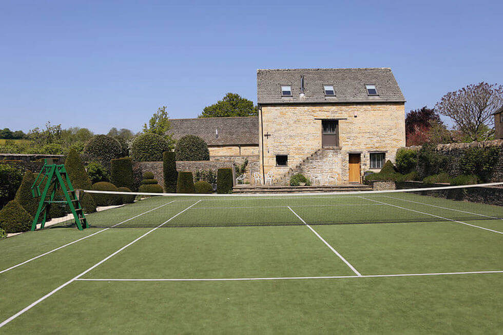 Photo of the tennis court at Temple Guiting Manor