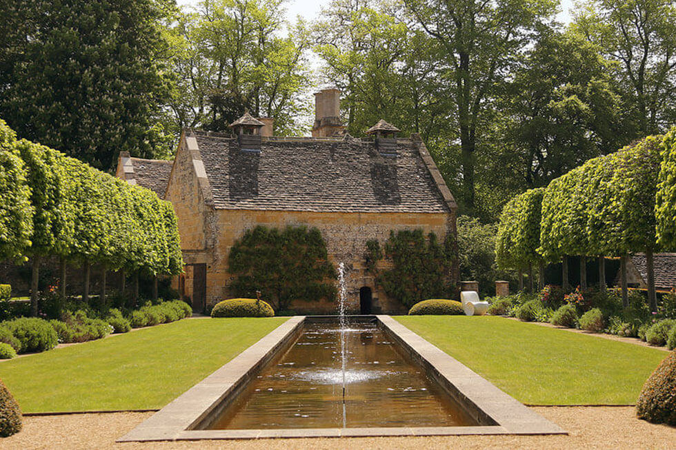 Photo of the stunning gardens at Temple Guiting Manor