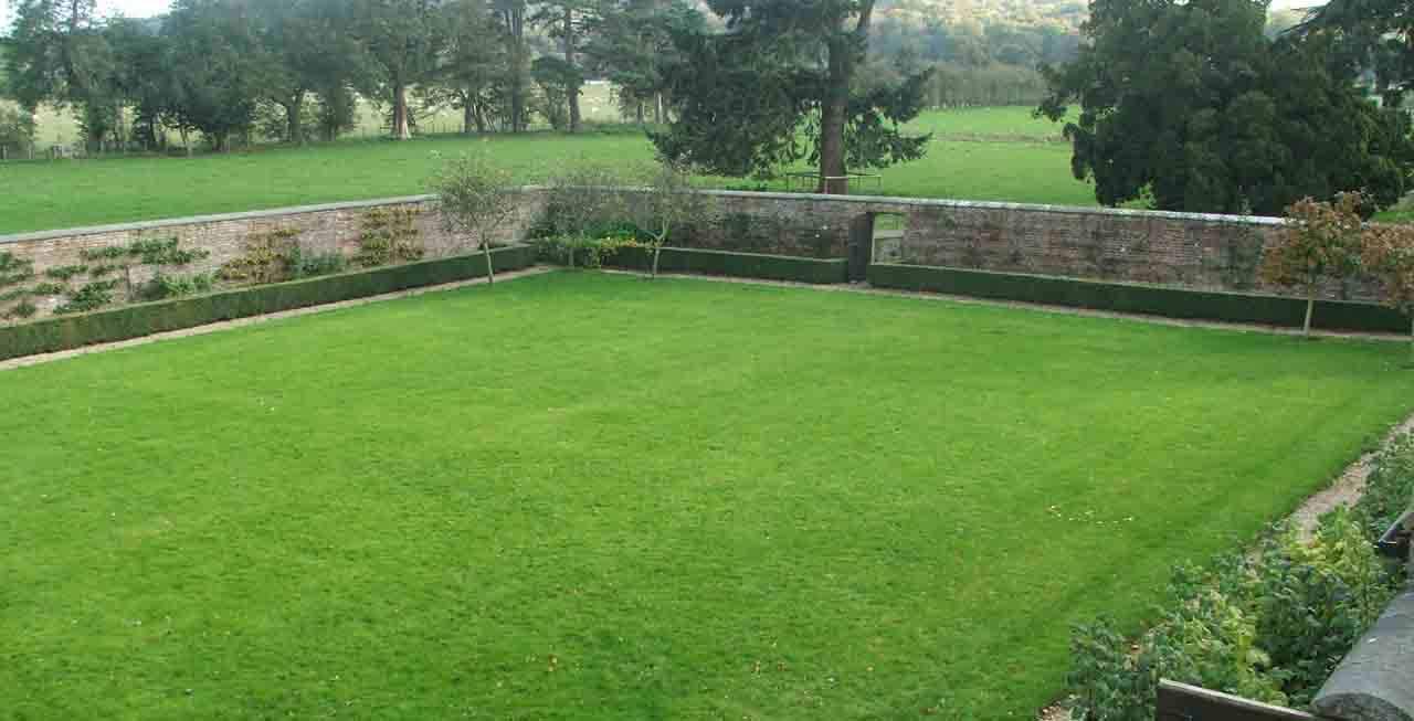 The Coach House' walled garden