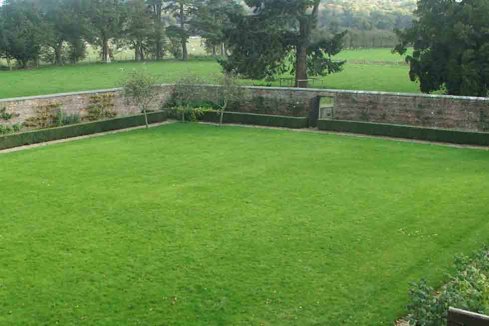 The Coach House' walled garden