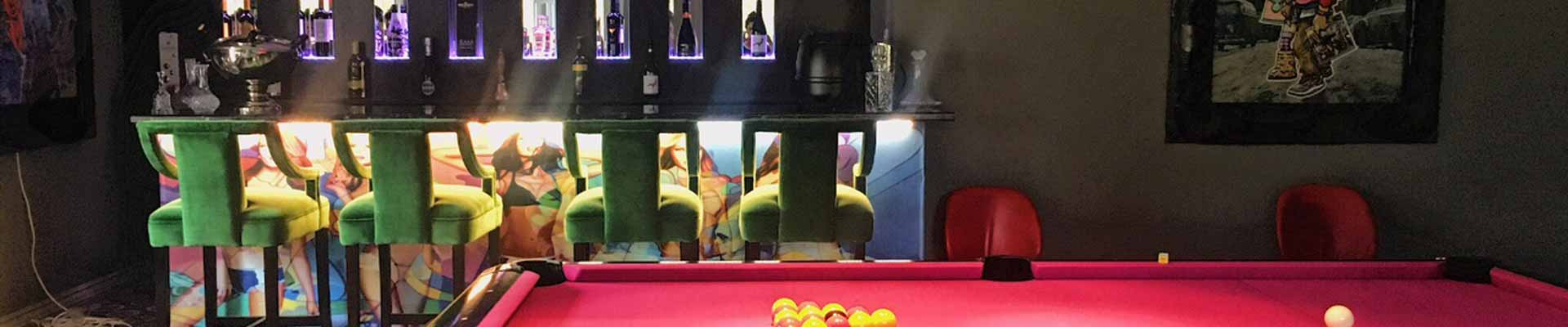 A photo of the snooker and bar area at The Gart