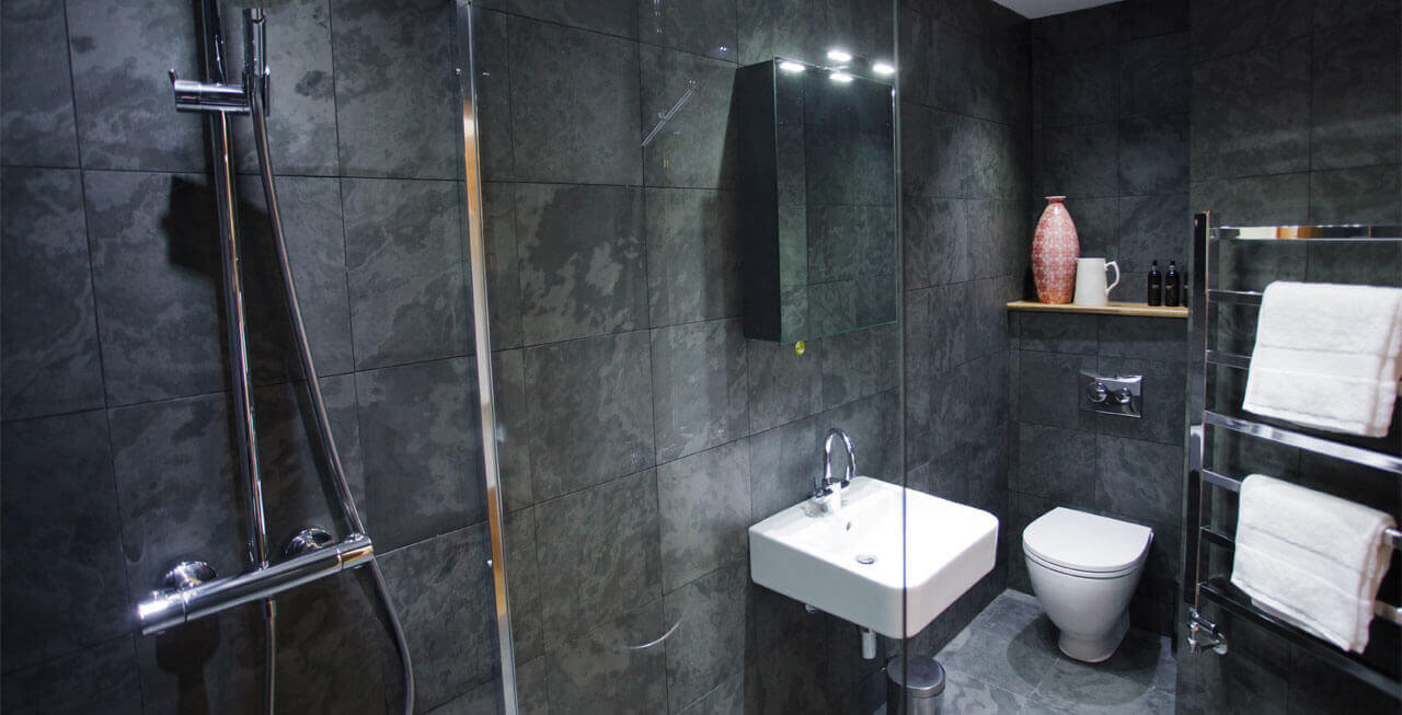 Photo of the Luxury bathrooms at Tregulland Barn