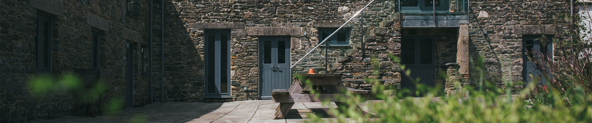 Photo of the courtyard area at Tregulland Barn