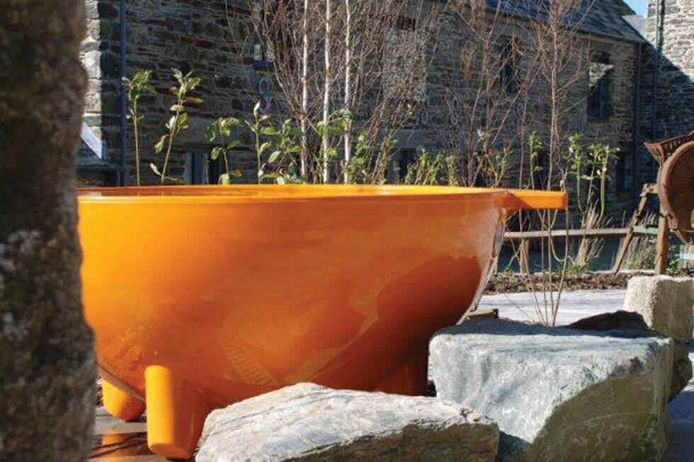 Photo of Tregulland Barn's hot tub