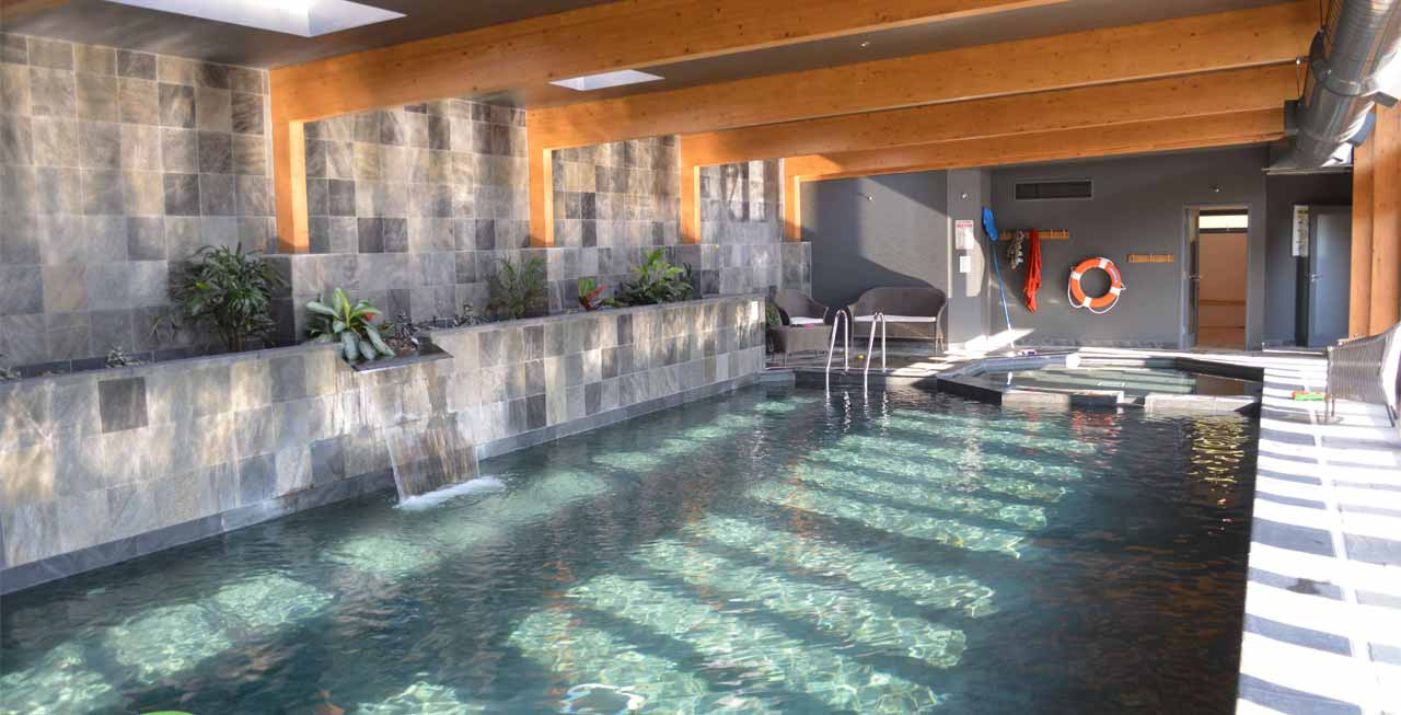 The amazing swimming pool at Tregulland Cottage