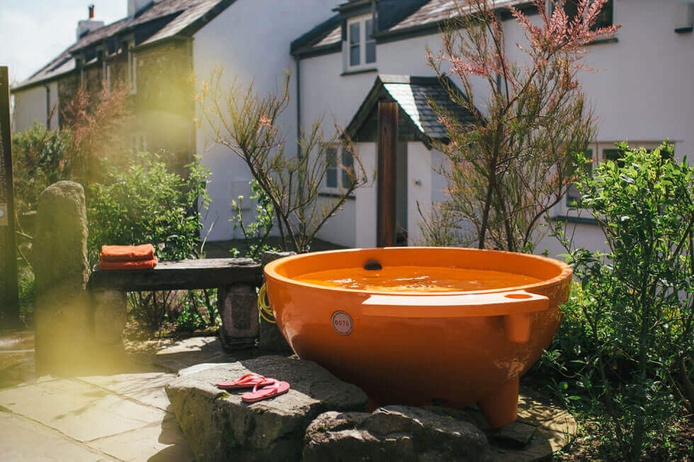 Photo of the hot tub at Tregulland