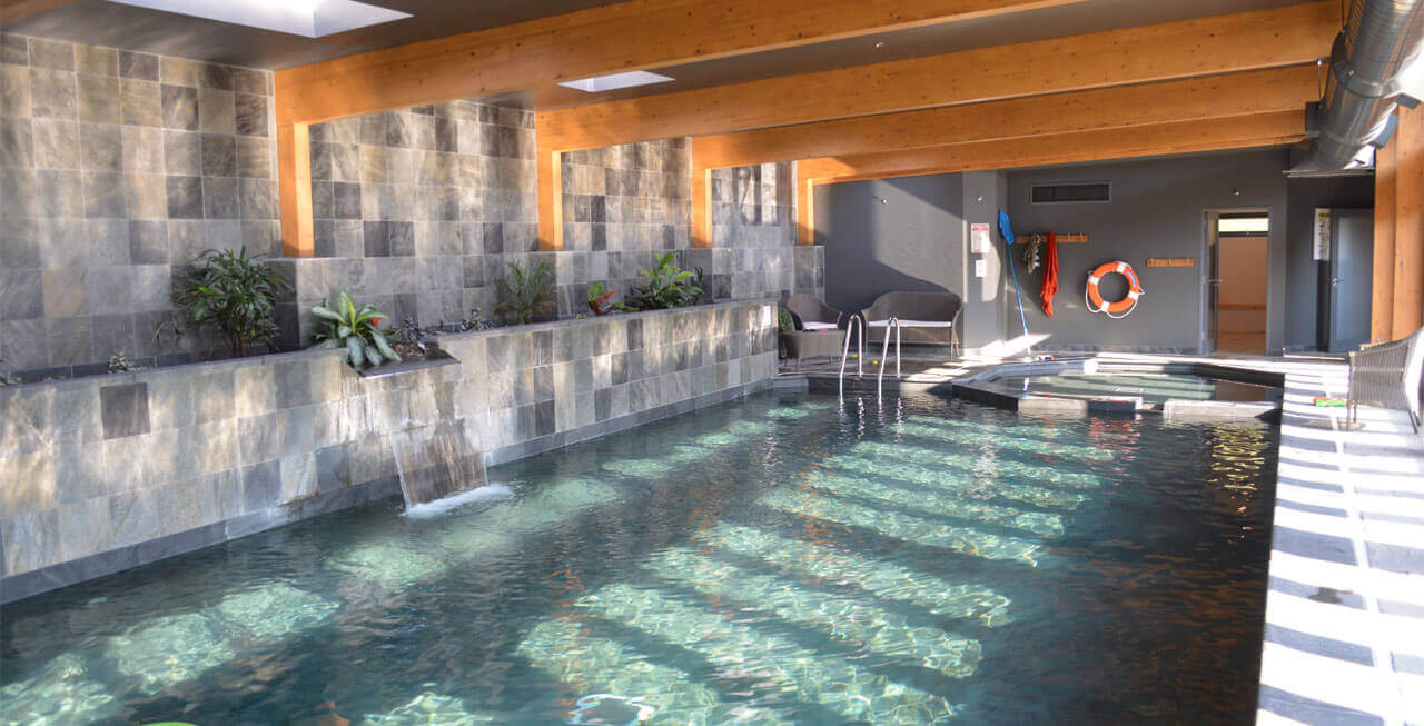Photo of the swimming pool at Tregulland