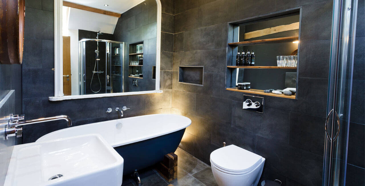 Photo of one of the bathrooms at Tregulland Retreat